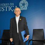 'Temos um sistema judiciário não democrático' afirma Padre Valdir João Silveira, ao receber Medalha de Acesso à Justiça