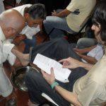 Bispo de Coxim lava os pés dos presos na Semana Santa