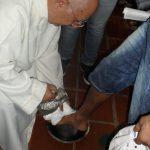Presidida por bispo, Missa do Lava-pés acontece em presídio de Coxim (MS)