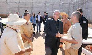 Secretario do Vaticano visita prisao